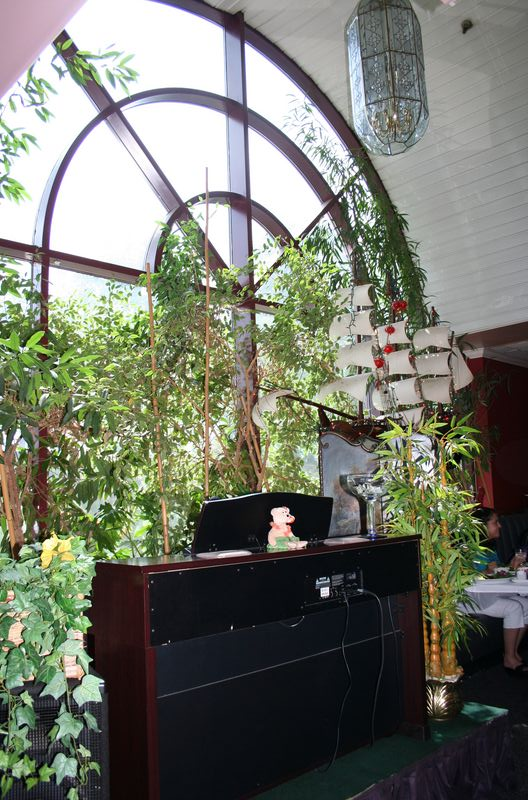 The piano (& possibly the musician? I'll have to look up her name, but she often played Hawai'ian standards at the Pacific.)  from the Pacific have made their way to Cheng's, and yes that is a huge model ship up above.