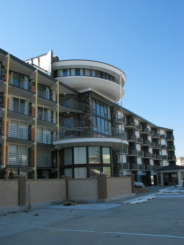 The windows angle towards the beachview.